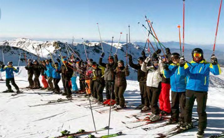 Miembros del club en uno de sus viajes a la nieve.
