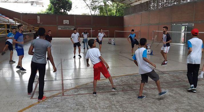 Un entrenamiento de este deporte en el barrio de Los Álamos, en Santiago de Cali.