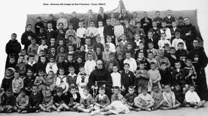 Alumnos del Colegio de los Padres Franciscanos de hace 100 años.