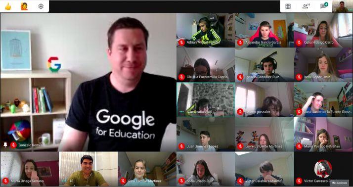 Una imagen de la sesión mantenida por el colegio y Google. /Escolapios Soria
