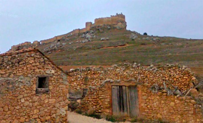 Una imagen de la localidad con la fortaleza islámica al fondo. /GM