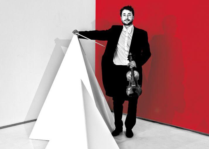 Iván García, violinista de la Orquesta.