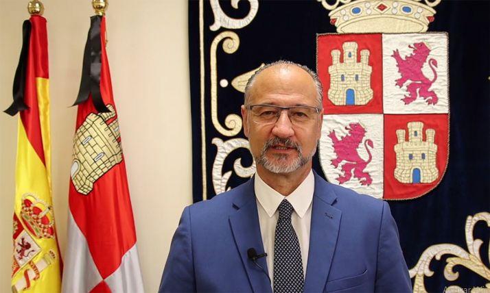 Luis Fuentes, presidente del Parlamento autonómico.