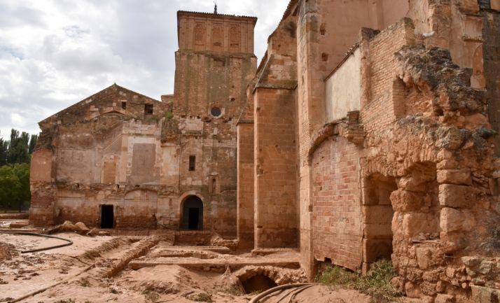 Una imagen del exterior del monasterio tras la riada. /Jta.