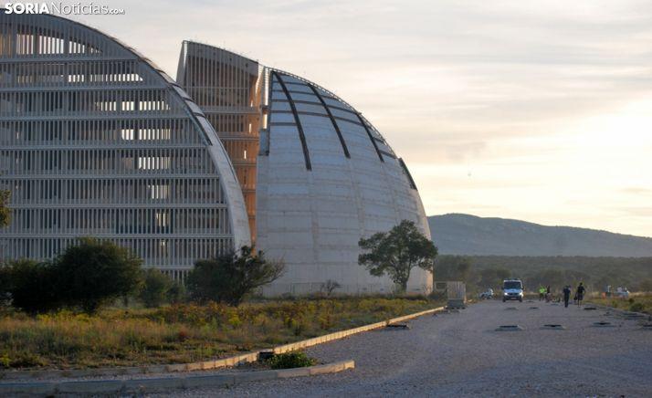 Una imagen de un vial del PEMA con el edificio institucional a la izquierda. /SN