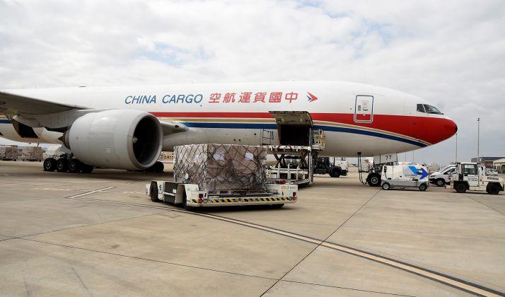 Descarga de un cargamento procedente de China y destinado a CyL. /Jta.