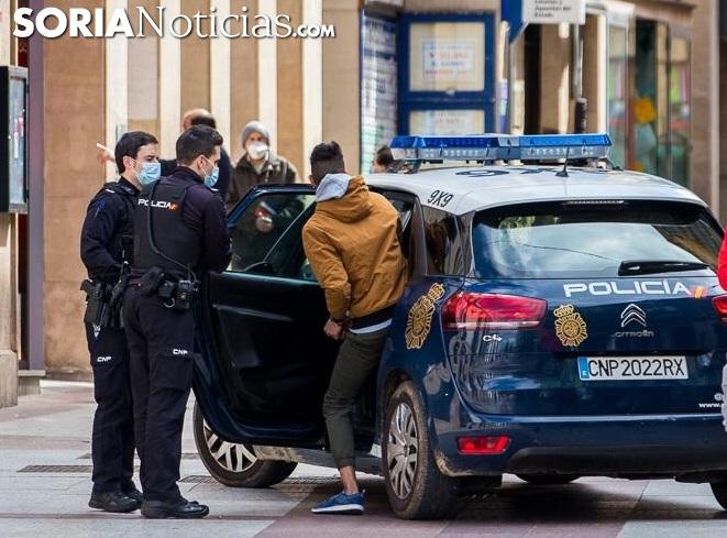 Una detención en pleno centro de Soria. /Viksar Fotografía