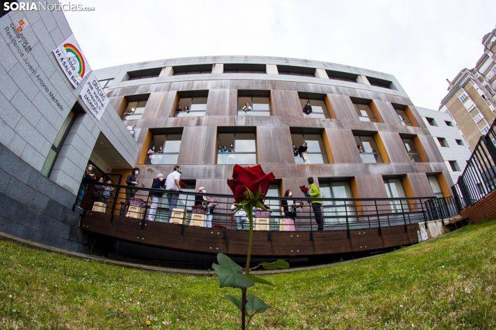 La caravana de agradecimiento también paró en la Residencia Antonio Machado. /Viksar Fotografía