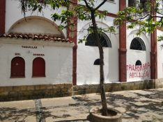 Foto 3 - Pintadas antitaurinas en la plaza de toros de Soria