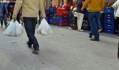El mercadillo regresa este jueves con los puestos de fresco en la calle Doctrina, aforo limitado y medidas exc
