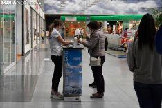 Los sorianos abarrotan el Centro Comercial en su apertura.