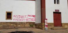 Vuelven las pintadas antitaurinas el día después de su limpieza