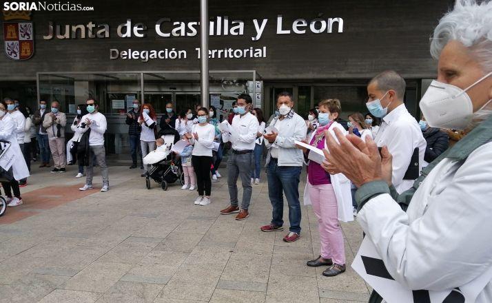 Una imagen de la concentración ante la sede de la Junta en Soria. /SN