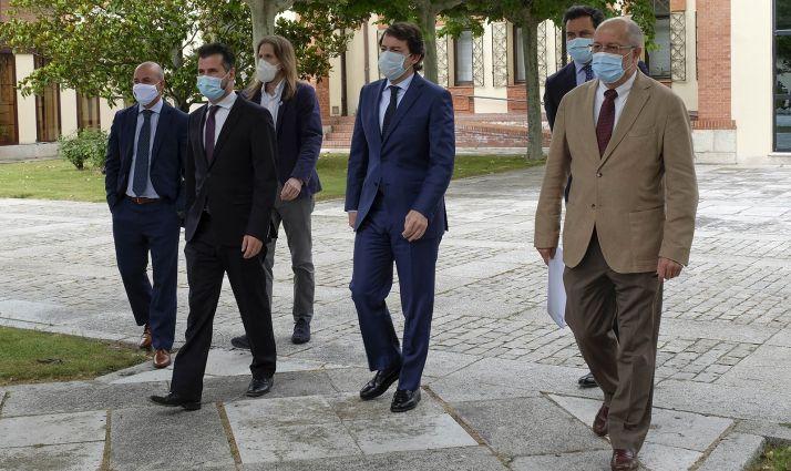 Representantes de las formaciones políticas tras la rúbrica del acuerdo. /Jta.