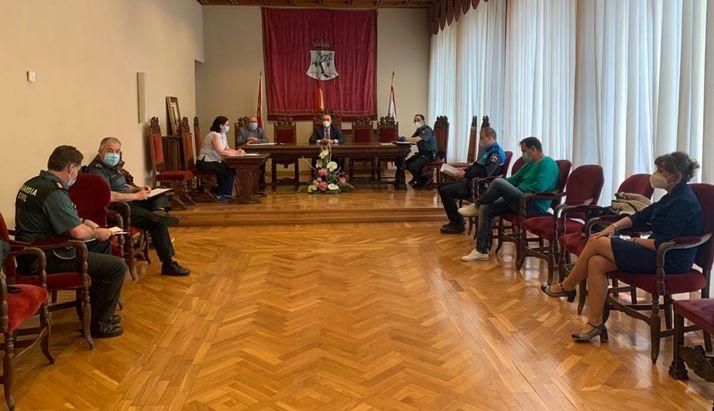 La reunión esta mañana en el salón plenario del consistorio agredeño. /Subdelegación