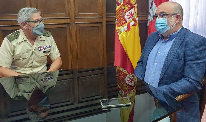 El coronel y el subdelegado gubernamental este martes. /Subdelegación