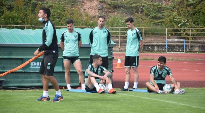 Varios jugadores del Numancia en uno de los entrenamientos de esta semana. CD Numancia