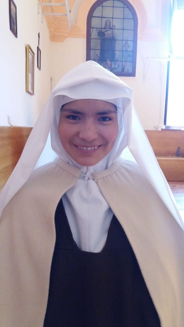 Foto 1 - La Hermana María Inés de Jesús toma el hábito en las MM. Carmelitas de Soria