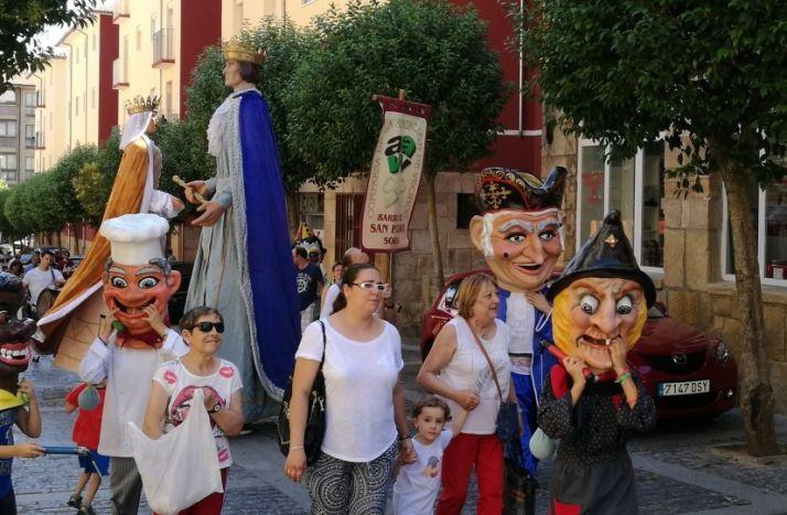 Foto 1 - Los barrios de la capital comienzan a suspender sus fiestas