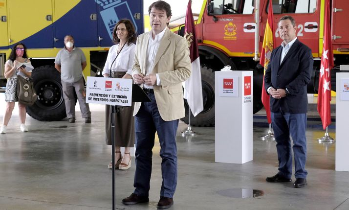 Mañueco, tras la rúbrica de los acuerdos en presencia de Ayuso y García Page. /Jta.