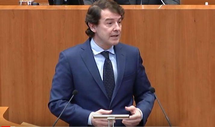 El presidente de la Junta en las Cortes regionales.
