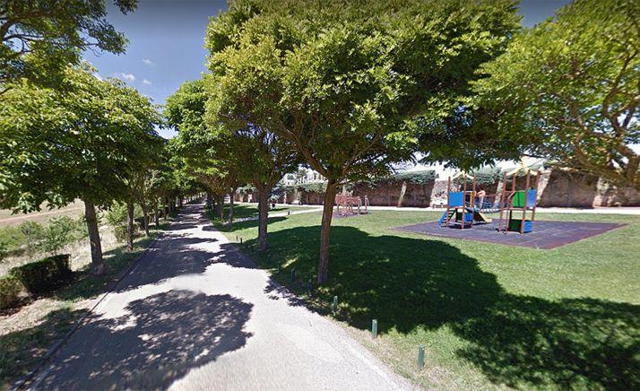 Una imagen del paseo que conduce a la ermita de la zona. /GM