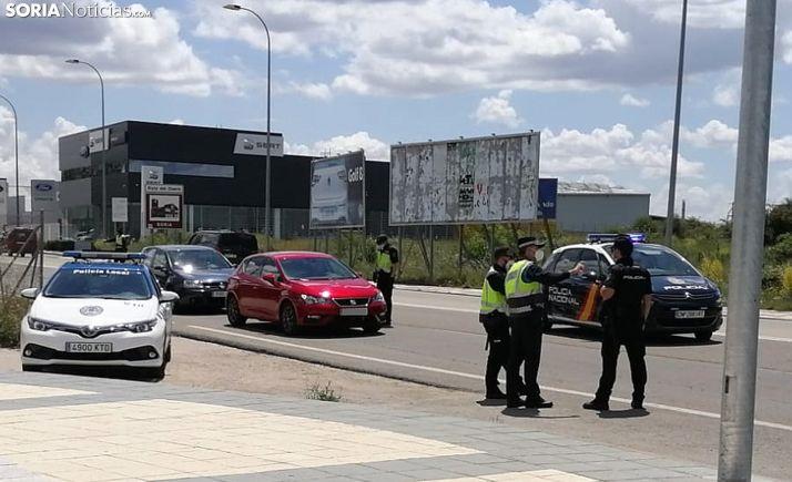 Un control policial a la salida de la capital durante el estado de alarma. /SN