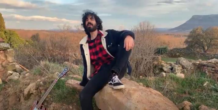 Fotograma del videoclip.