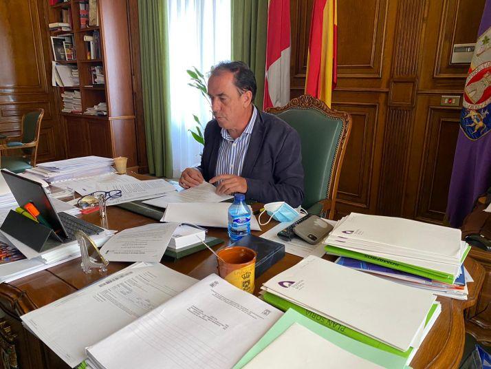 Benito Serrano desempeñando sus funciones.