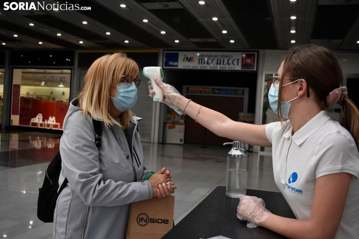 Dosis extra de seguridad y muchas ganas de compras en la apertura del Centro Comercial Camaretas