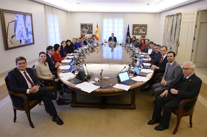 El Consejo de Minsitros con el ministro de Inclusión, Seguridad Social y Migraciones, José Luis Escrivá, el primero por la izquierda.