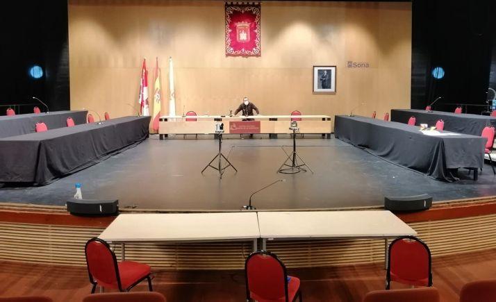 Preparativos, ayer, para esta sesión 'especial' del pleno municipal de este jueves. /Ayto.