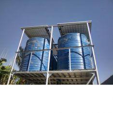 Depósitos y paneles solares instalados. /FPN
