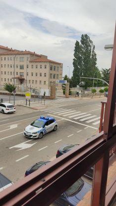 Foto 2 - Fotos: El viento se lleva la cabeza de un semáforo en Soria