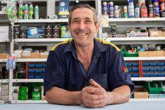 Pablo Ormazabal posa sonriente en su taller. /María Ferrer