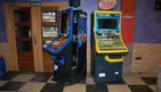 Dos máquinas violentadas por miembros de la banda.