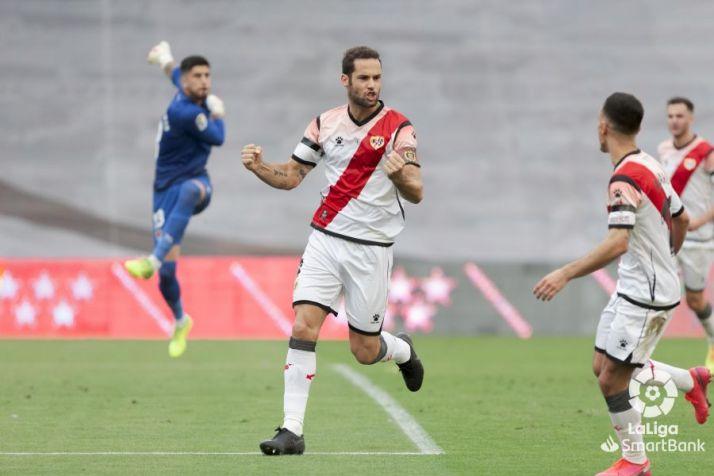 Mario Suárez celebra el primero del Rayo.