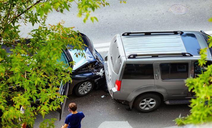 Un accidente de circulación en una vía urbana.