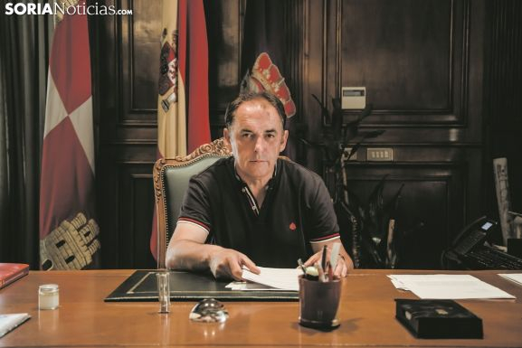 Benito Serrano en su despacho.