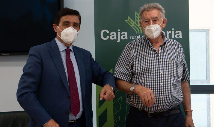 Martínez (izda.) y García, tras la rúbrica del convenio. /CRS
