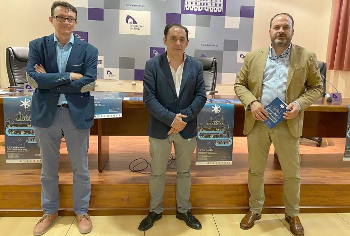 Gómez (izda.), Serrano y Cobo en la presentación de los cursos. /Dip.