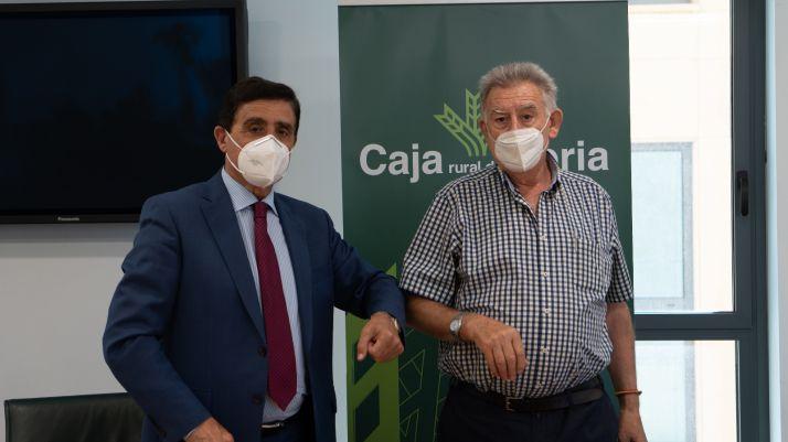 Carlos Martínez Izquierdo y José Luis García Romero durante la renovación del convenio.