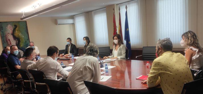 La consejera con representantes de las organizaciones profesionales agrarias en el ámbito del Diálogo Social. /Jta.