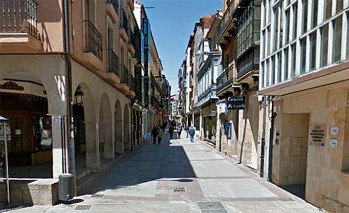 Una imagen de la calle El Collado, en su entrada a la plaza Mayor. /GM