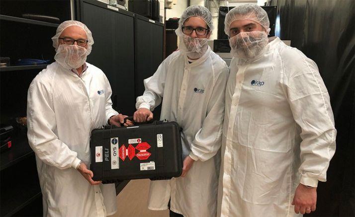 El equipo de Fernando Rull con el sistema de calibración. /UVa