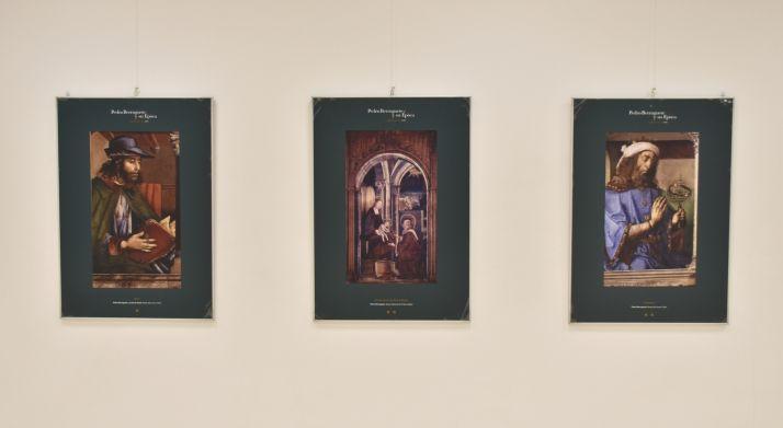 Tres paneles de la exposición.