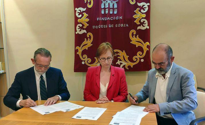 José María Rodríguez-Ponga (izda.), Graziella Fantini y José Ángel González Sainz.