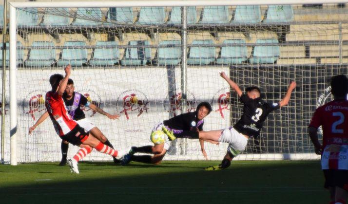 Un de las jugadas del partido: Foto: Real Zamora