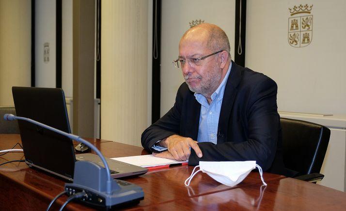 El vicepresidente de la Junta en la inauguración del foro FOVITUR. /Jta.