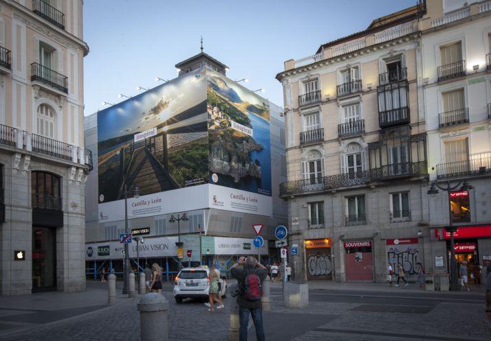 Lona promocional de CyL en Madrid.